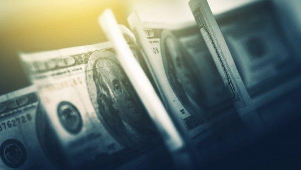 Украинцы без стыда выводят валюту
