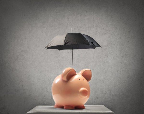 Страховщиков спасли от дефицита